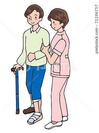 一個男人帶著拐杖穿著設備和照顧者走 72286757