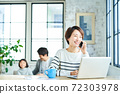 Telework middle woman 72303978