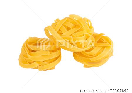 nest shaped pasta pile 72307849
