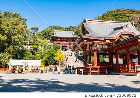 만추의 가마쿠라 쓰루 오카 하치만 구 모토와 마이 전 72309972