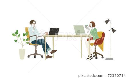 男人和女人使用個人計算機 72320714