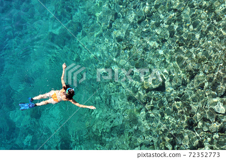 Woman snorkeling 72352773