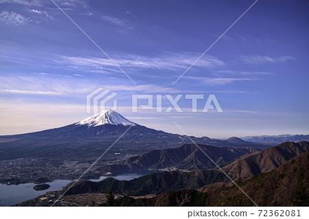 新道峠에서 바라 보는 후지산과 미사 카 산맥 72362081