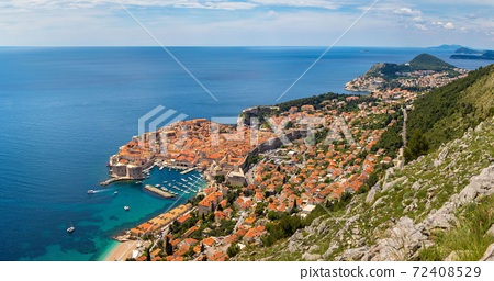Aerial view of old city Dubrovnik 72408529