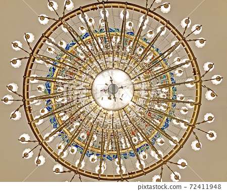 Indoor big classsic and elegant celling chandelier crystal and light bulbs 72411948