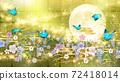 일본식 꽃과 달과 파란 나비 금박과 녹색 배경 옆 72418014