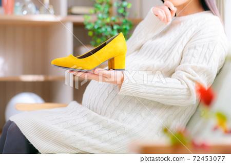 孕婦選擇鞋子,想想高跟鞋 72453077