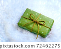 gift in snow 72462275