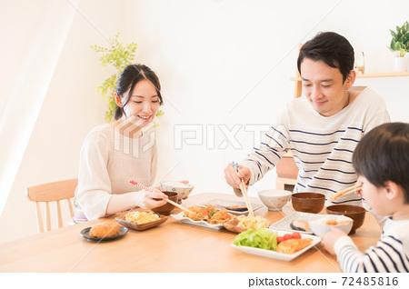가족 식사 72485816