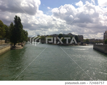 프랑스 파리의 세느 강 풍경 72488757
