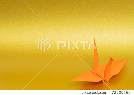 Orange paper cranes on a golden background 72509566