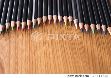 襯彩色鉛筆的背景材料 72514658