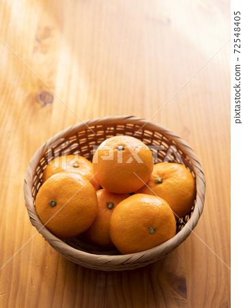 Mandarin orange 72548405