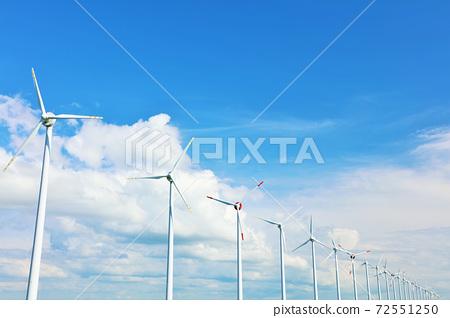 北海道夏季藍天和音頓風力發電 72551250