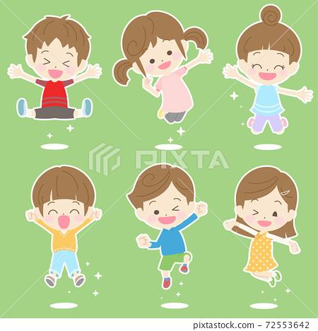 점프하고 기뻐하는 어린이 세트 2 72553642