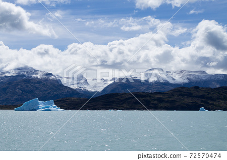 Icebergs floating on Argentino lake, Patagonia landscape, Argentina 72570474