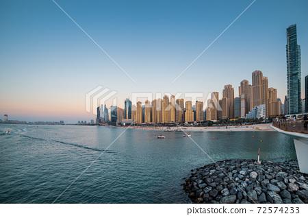 Dubai embankment at sunset 72574233
