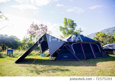 帶著帳篷的露營旅行 72575203