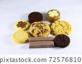 여러종류의 쿠키 72576810