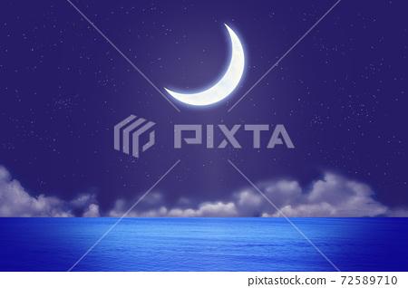 초승달과 밤 바다와 구름 72589710