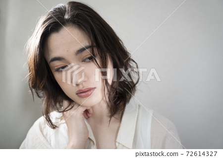 Shadowed beauty portrait of a young woman 72614327