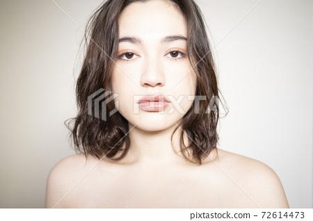 Woman beauty portrait 72614473