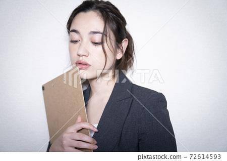 Business woman's portrait 72614593