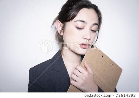 Business woman's portrait 72614595