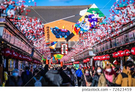 일본 도쿄 도시 경관 섣달의 도쿄 센소지. 신종 코로나 감염자가 급증 = 2020 년 12 월 17 일 72623459