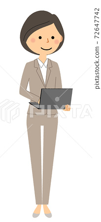 西裝操作筆記本電腦的女人 72647742
