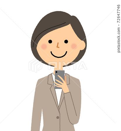 穿著西裝觸摸智能手機的女人 72647746