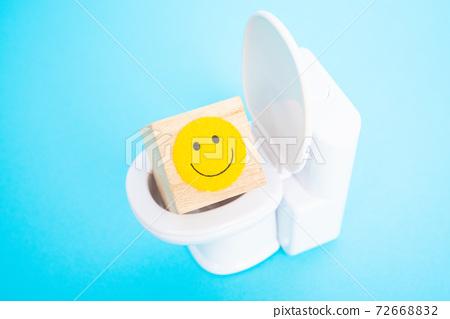舒適的飛行西式廁所的圖像微笑標記 72668832