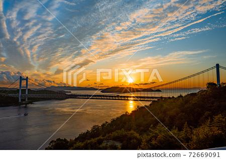 從和山山展望台眺望瀨戶大橋的夜景 72669091