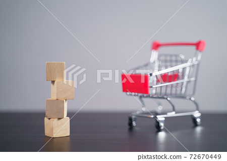 Close up shot of  empty wooden blocks with shopping cart. 72670449