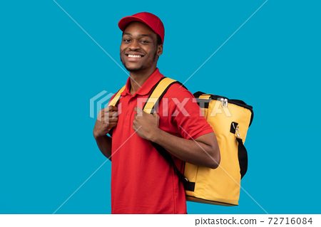 Black delivery man posing with thermo bag looking at camera 72716084