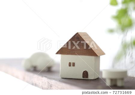 由木頭製成的房屋模型和我家的設計圖的圖像 72731669