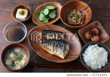 Grilled mackerel set meal and healthy Japanese food 72732824