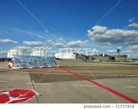 Runway with beautiful sky 72737916