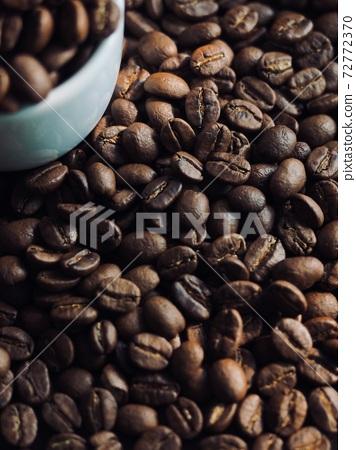 로스팅된 커피원두 배경, 갈색  72772370