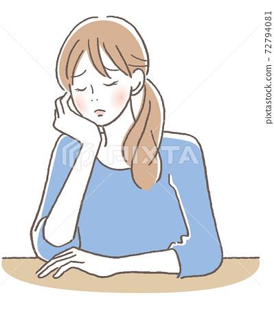 눈을 감고 고민하는 여성 72794081