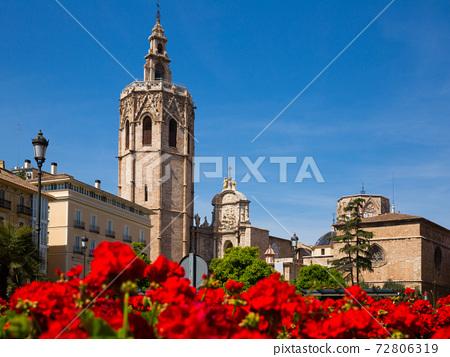 Cityscape of Placa de la Reina 72806319