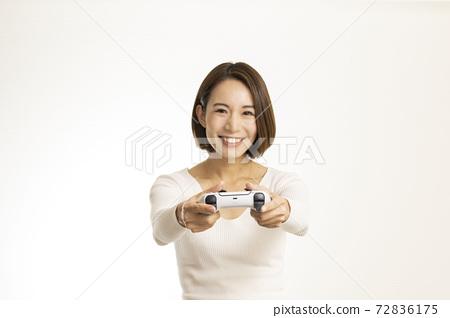 Beautiful women enjoying video games / women crazy about games / women introducing games 72836175