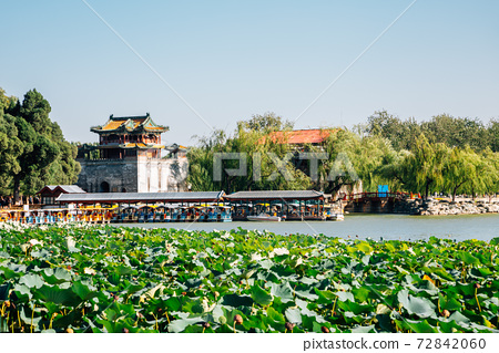 Summer Palace lake view in Beijing, China 72842060