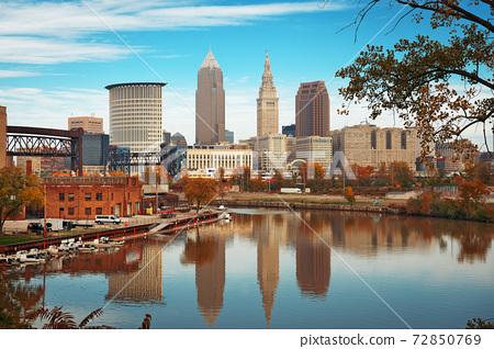 Cleveland, Ohio, USA skyline on the Cuyahoga River 72850769