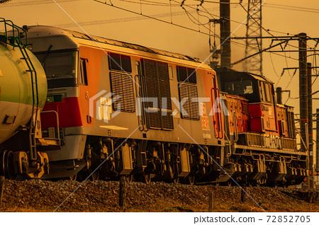 關西線上的DD51牽引貨運列車 72852705