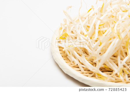 Bean sprouts 72885423