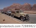 [約旦]陸地巡洋艦火車和洛磯山脈停在阿卡巴瓦迪拉姆沙漠的游牧村莊 72889822
