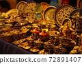 [約旦]在安曼賈拉蘇克(Jara Suk)時尚市場上展出和銷售的傳統花紋餐具 72891407