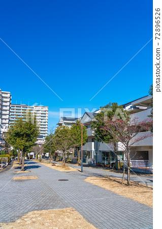 넓은 산책로 주거 환경 설계에 주력했다 둘러싸인 도시 72896526