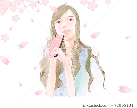一個女人用手機欣賞櫻花落在一個春日的插圖 72905131
